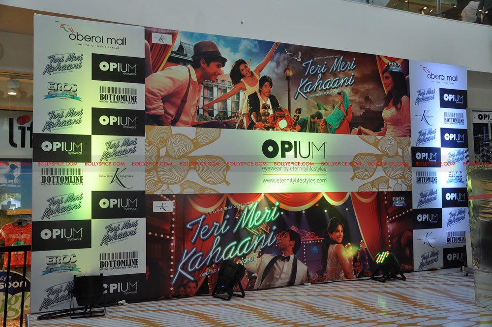 12jun opiumTMKevent01 Shahid Kapoor and Priyanka Chopra launch Opium Eyewear's Teri Meri Kahaani inspired collection   a Style journey across 3 Eras!