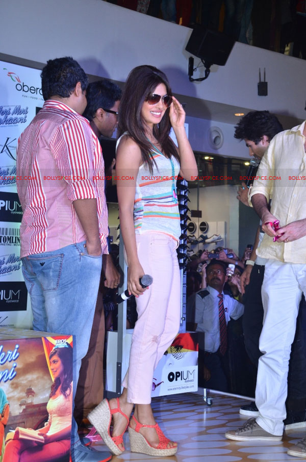12jun opiumTMKevent08 Shahid Kapoor and Priyanka Chopra launch Opium Eyewear's Teri Meri Kahaani inspired collection   a Style journey across 3 Eras!