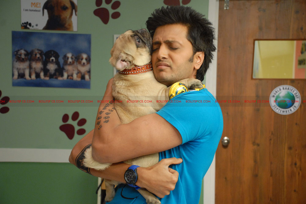 12jun riteish fakhru Riteish Deshmukh bonds with Fakhruddin!