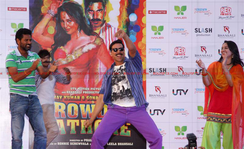 12jun rowdy hanjer02 'Rowdy Rathore' stars Akshay Kumar and Sonakshi Sinha grace Hanjer's 'Keep Your City Clean & Green' initiative