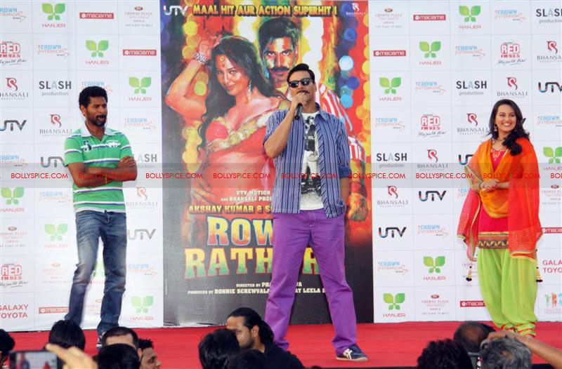 12jun rowdy hanjer03 'Rowdy Rathore' stars Akshay Kumar and Sonakshi Sinha grace Hanjer's 'Keep Your City Clean & Green' initiative