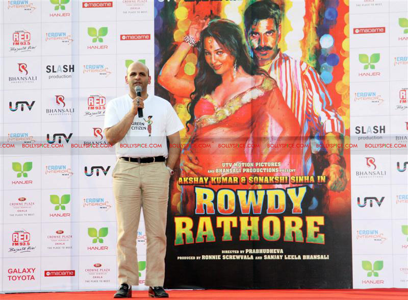 12jun rowdy hanjer04 'Rowdy Rathore' stars Akshay Kumar and Sonakshi Sinha grace Hanjer's 'Keep Your City Clean & Green' initiative