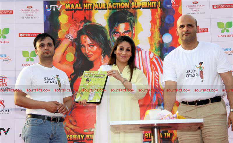 12jun rowdy hanjer05 'Rowdy Rathore' stars Akshay Kumar and Sonakshi Sinha grace Hanjer's 'Keep Your City Clean & Green' initiative