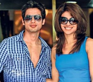 12jun shahid priyanka IIFA 300x265 Priyanka & Shahid to do iconic tributes at IIFA 2012!