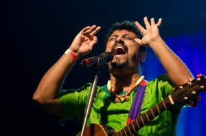 Raghu Dixit 01 The Dewarists Credit Kunal Kakodkar.1 300x198 Raghu Dixit Diamond Jubilee Live Performance on ITV1 Sunday