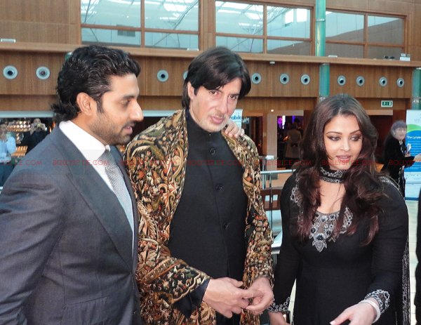 abhi aish big01 Abhishek Bachchan and Aishwarya Rai Bachchan attend Silver Star charity dinner in London