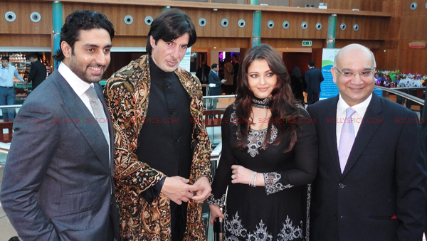 abhi aish bigb02 Abhishek Bachchan and Aishwarya Rai Bachchan attend Silver Star charity dinner in London