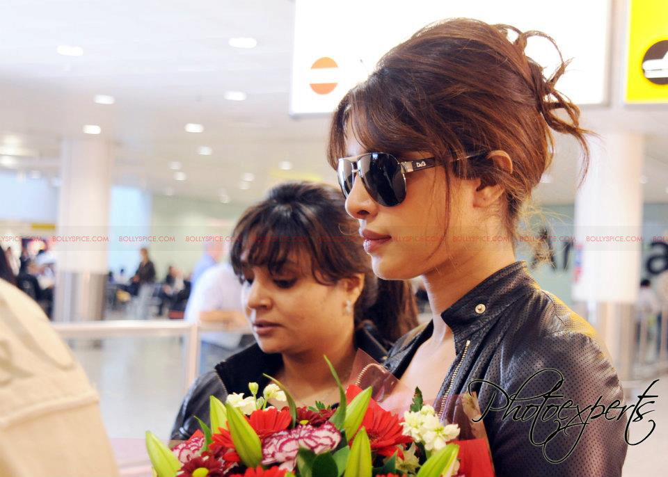 pc airportTMK Shahid and Priyanka Arrive in London for Teri Meri Kahaani Premiere!