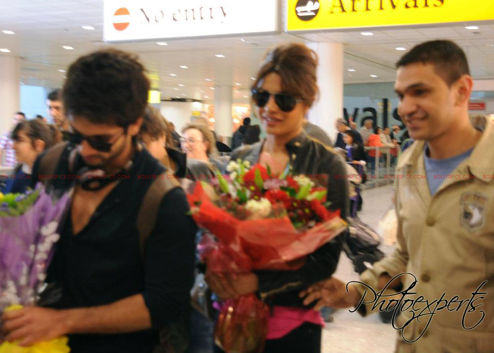 sk pc sriportTMK Shahid and Priyanka Arrive in London for Teri Meri Kahaani Premiere!