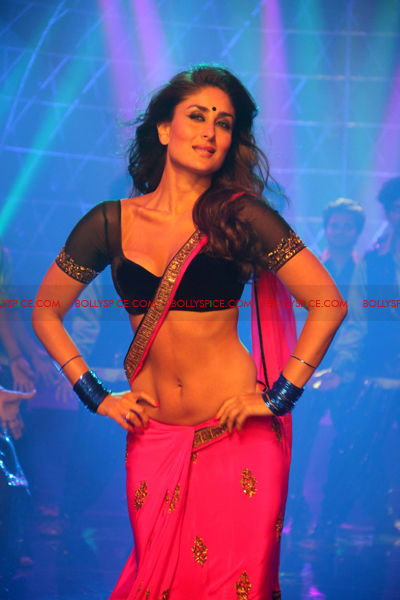 07jul heroine03 Kareenas Hot Halkat Jawani for Heroine