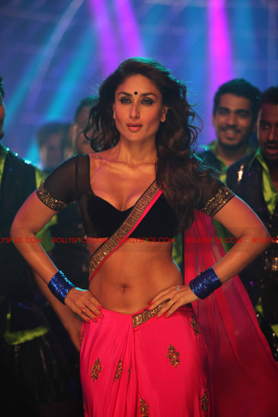 07jul heroine05 Kareenas Hot Halkat Jawani for Heroine
