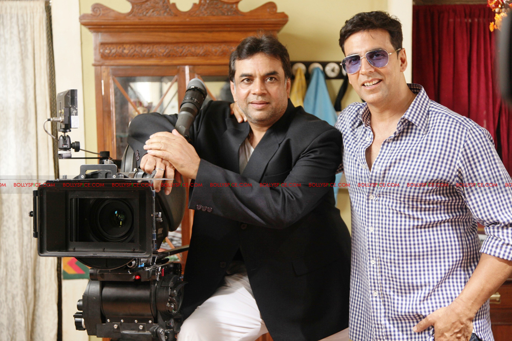 12jul OMG onset01 Behind the scenes on the OMG Oh My God set with Akshay and Paresh
