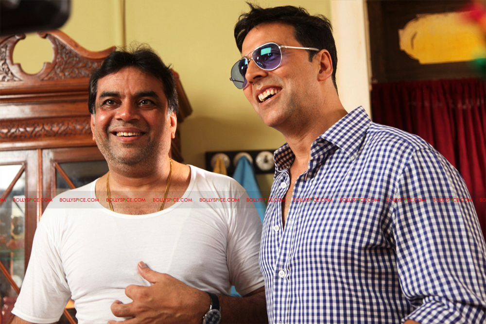 12jul OMG onset01A Behind the scenes on the OMG Oh My God set with Akshay and Paresh