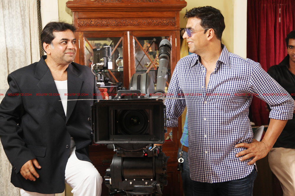 12jul OMG onset03 Behind the scenes on the OMG Oh My God set with Akshay and Paresh