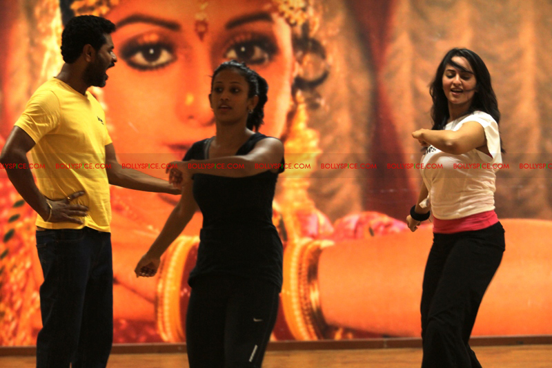 12jul govinda sonakshi02 Sonakshi Rehearses for Go Go Govinda!