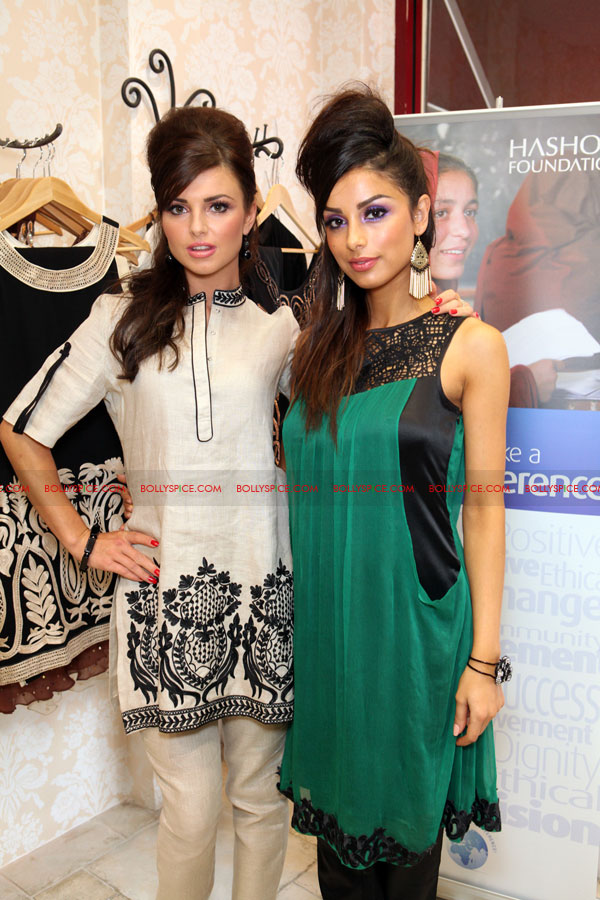 12jul raishma launchesRTW01 UK Designer Raishma launches RTW collection and raises funds for the Hashoo Foundation!