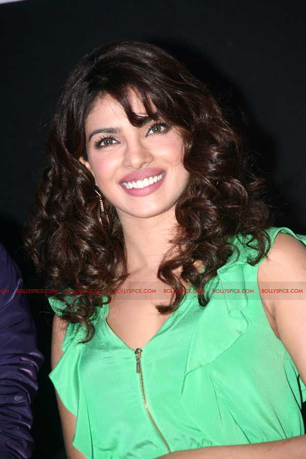 12jun barfitrailerlaunch03 In Pictures and Video: Ranbir and Priyanka at Barfi Trailer Launch!