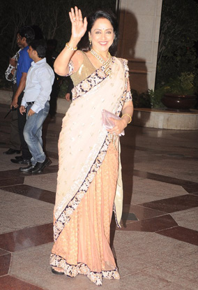 12jun whwn eshasangeet02 Whos Hot Whos Not   Esha Deol's Sangeet Ceremony