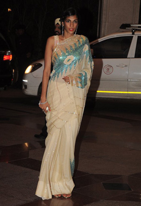 12jun whwn eshasangeet11 Whos Hot Whos Not   Esha Deol's Sangeet Ceremony