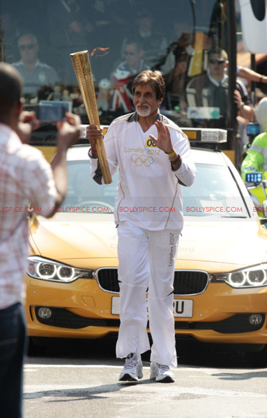 Bigbolympictorch01 In Pictures and Video: Amitabh Bachchan Carries The Olympic Torch In London