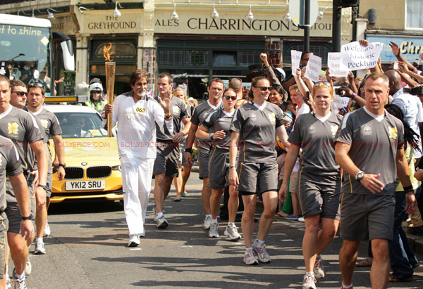 Bigbolympictorch02 In Pictures and Video: Amitabh Bachchan Carries The Olympic Torch In London
