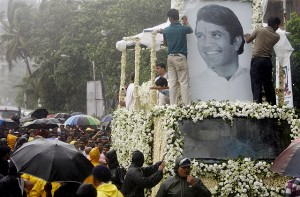 Rajesh Khanna funeral 300x197 India Bollywood Funeral