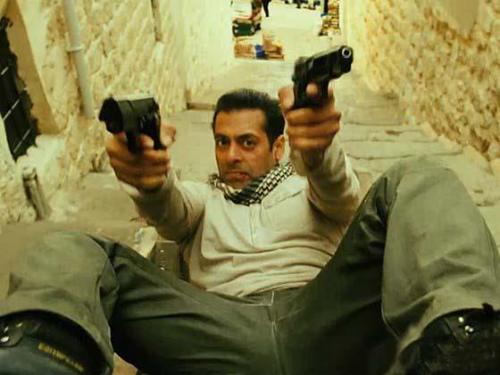 ett02 New Ek Tha Tiger Digital Poster and Some Cool Stills too!