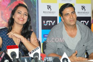 12aug RowdyRathoreDVDlaunch02 300x200 Akshay and Sonakshi at their witty best at DVD launch