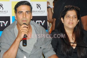 12aug RowdyRathoreDVDlaunch04 300x200 Akshay and Sonakshi at their witty best at DVD launch