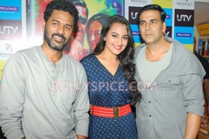 12aug RowdyRathoreDVDlaunch11 300x200 Akshay and Sonakshi at their witty best at DVD launch