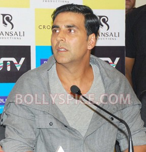 12aug RowdyRathoreDVDlaunch12 287x300 Akshay and Sonakshi at their witty best at DVD launch