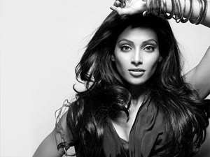 "12aug bipasha Bipasha says, ""Stars are only remembered when they die""!"