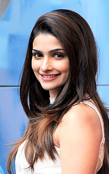 "Prachi Desai: ""Star kids are offered films on a platter"""