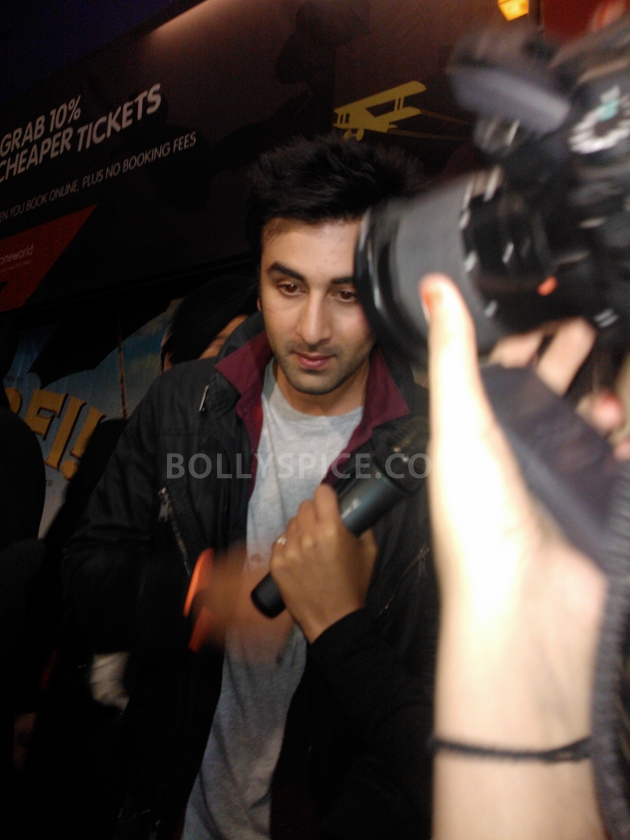 12aug ranbir barfi feltham01 Ranbir Kapoor shows love to London fans!