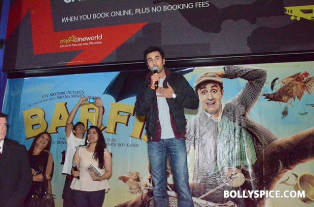 12aug ranbir barfi feltham05 Ranbir Kapoor shows love to London fans!