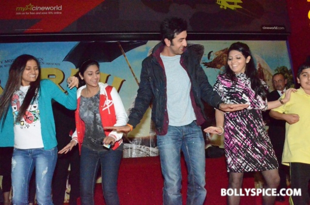 12aug ranbir barfi feltham06 Ranbir Kapoor shows love to London fans!