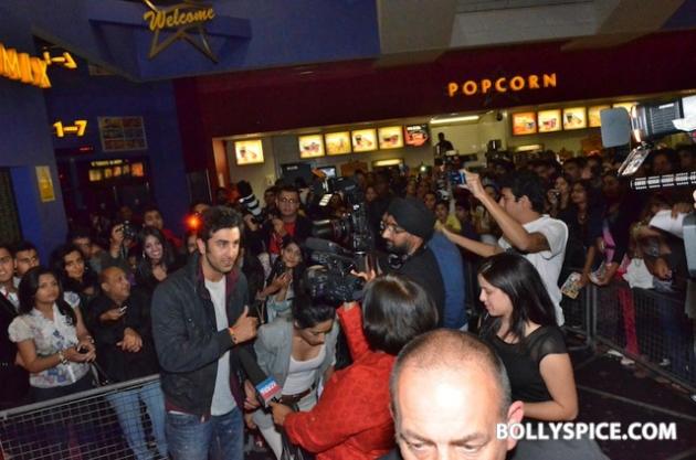 12aug ranbir barfi feltham08 Ranbir Kapoor shows love to London fans!