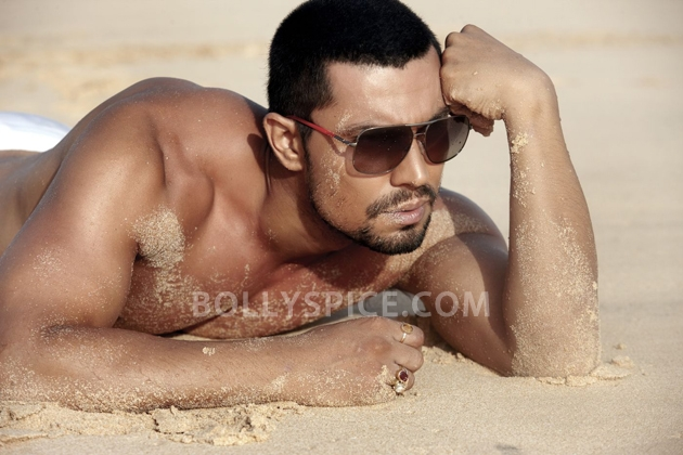 12aug randeep desert Randeep Hooda shoots in hot desert