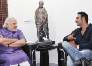 Ajay Devgn Narendra Modi2 300x214 Ajay Devgn to 'hang out' on Google today with India's leading politicians Narendra Modi