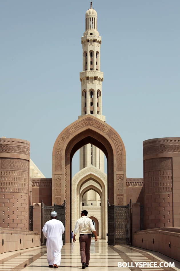 12sep AkshayMuscatMosque01 Akshay Kumar visits mosque in Muscat