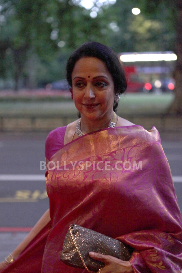 12sep AsianAchieversAwards01 Hema Malini attends the Asian Achievers Awards 2012!