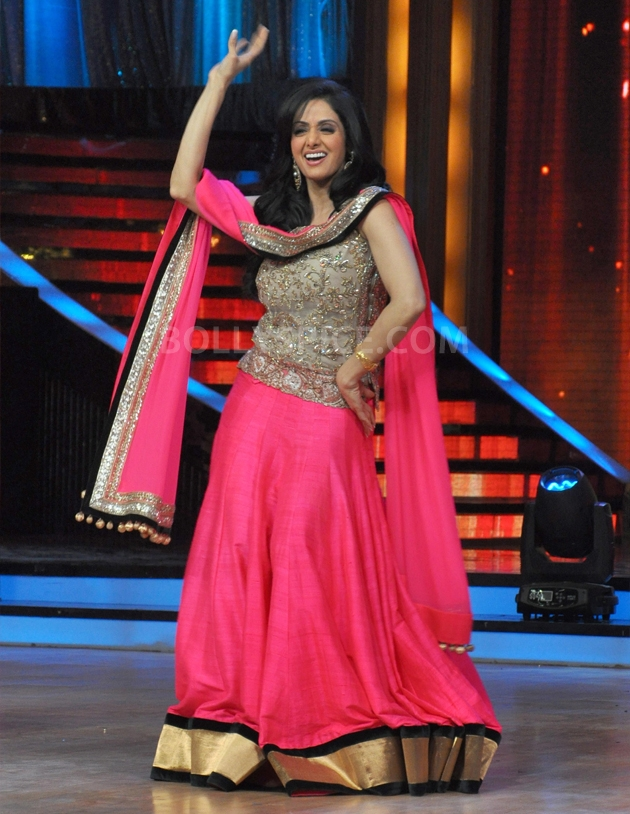 12sep Madhuri Sridevi Jhalak06 Chandni meets Dhak Dhak girl on the sets of Jhalak Dhikhla Jaa