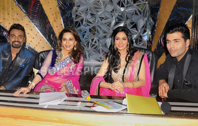 12sep Madhuri Sridevi Jhalak07 Chandni meets Dhak Dhak girl on the sets of Jhalak Dhikhla Jaa