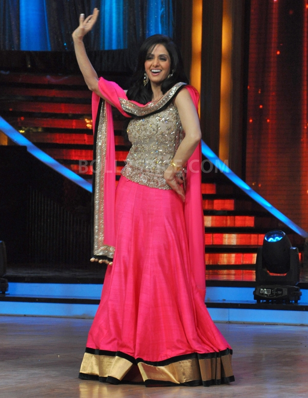 12sep Madhuri Sridevi Jhalak08 Chandni meets Dhak Dhak girl on the sets of Jhalak Dhikhla Jaa
