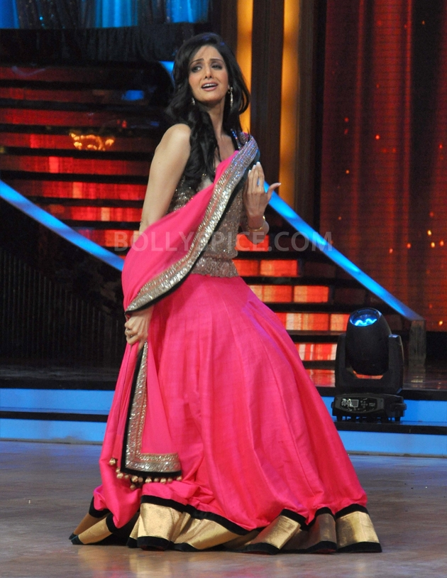 12sep Madhuri Sridevi Jhalak09 Chandni meets Dhak Dhak girl on the sets of Jhalak Dhikhla Jaa