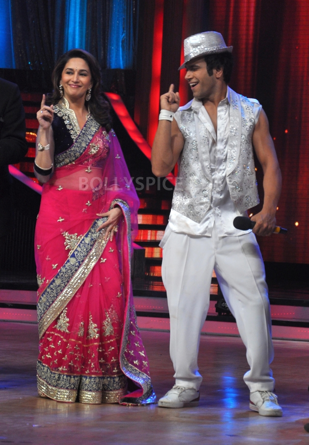 12sep Madhuri Sridevi Jhalak15 Chandni meets Dhak Dhak girl on the sets of Jhalak Dhikhla Jaa