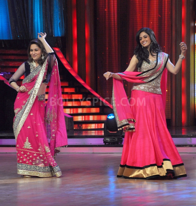 12sep Madhuri Sridevi Jhalak16 Chandni meets Dhak Dhak girl on the sets of Jhalak Dhikhla Jaa