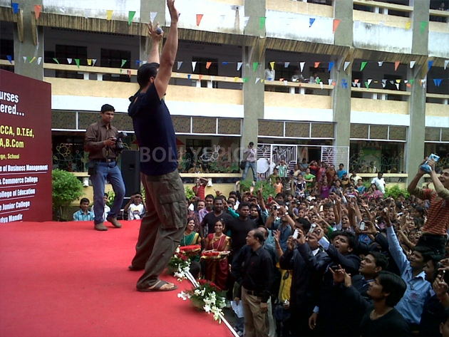 12sep OMGpromoNagpur03 Akshay Kumar & Paresh Rawal promote OMG Oh My God on Comedy Circus & in Nagpur, Ahmedabad & Jaipur