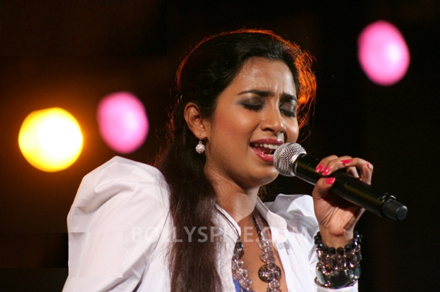 12sep ShreyaGoshalNewJerseyConcert02 Shreya Ghoshal Live Concert   USA Tour 2012   New Jersey