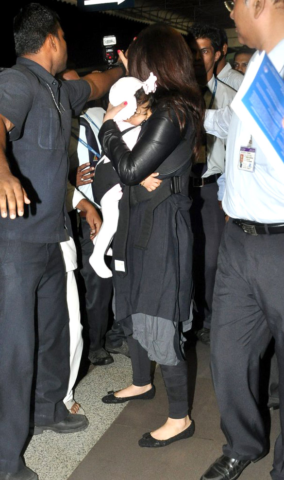 Check out these snaps of the lovely Aaradhya Abhishek & Aishwaryas baby girl!